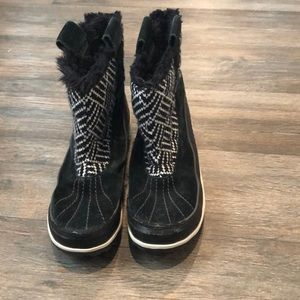 Woman's snow boots
